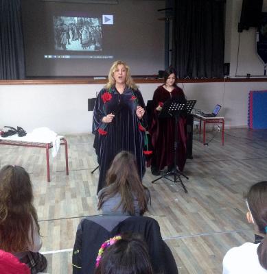 «Η όπερα πάει Αιγαίο ...το μιούζικαλ πάει νησιά» Η ερμηνεύτρια Έφη Μηνακούλη και η μουσικός Νεφέλη Μπερή στη Λήμνο