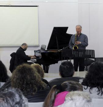"""""""Ο ρυθμός στη ζωή και την ιστορία του ανθρώπου"""". Ακολούθησε Jazz συναυλία από τους «Phos Duo» Σάμι Αμίρης – Πιάνο, Αντώνης Λαδόπουλος – Σαξόφωνο"""