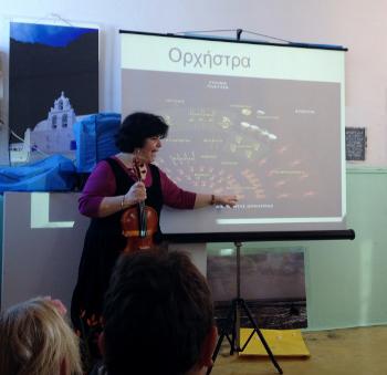 «Κόκκινη κλωστή... τραγουδά ένα βιολί»: η Μαριβίτα Γραμματικάκη στην Κέα