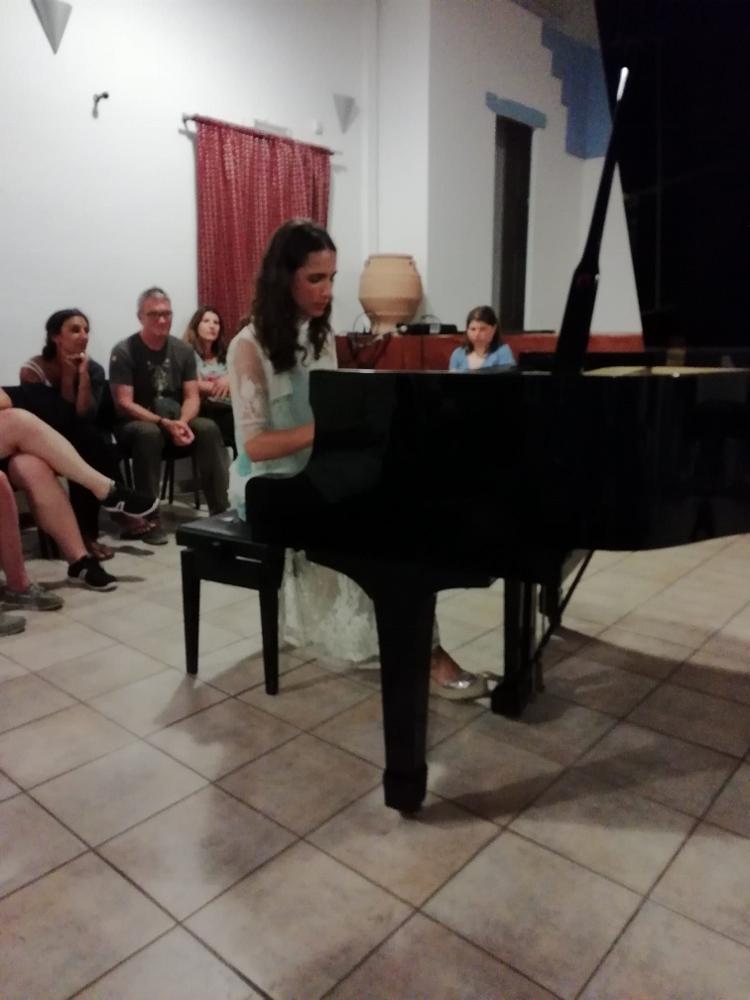 Η Oana Καριώτογλου - Popescu στη Σίφνο