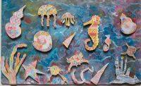 Θεοκλήτου Φοίβη - Καπέ Νεφέλη - Λαγουρός Νίκος - Μουζάκη Μαριάμ - Οικονόμου Μανώλης - Παπαδούδη Εφραιμία - Προεστάκη Βαρβάρα - Στεργίου Κατερίνα - Τζίμα Κατερίνα (Μουσείο Ελληνικής Παιδικής Τέχνης)