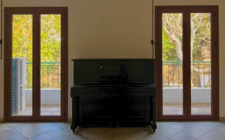 Δωρεά πιάνου στο Μουσικό Εργαστήρι Ικαρίας
